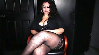 Big latina girl sucks like no other in gloryhole